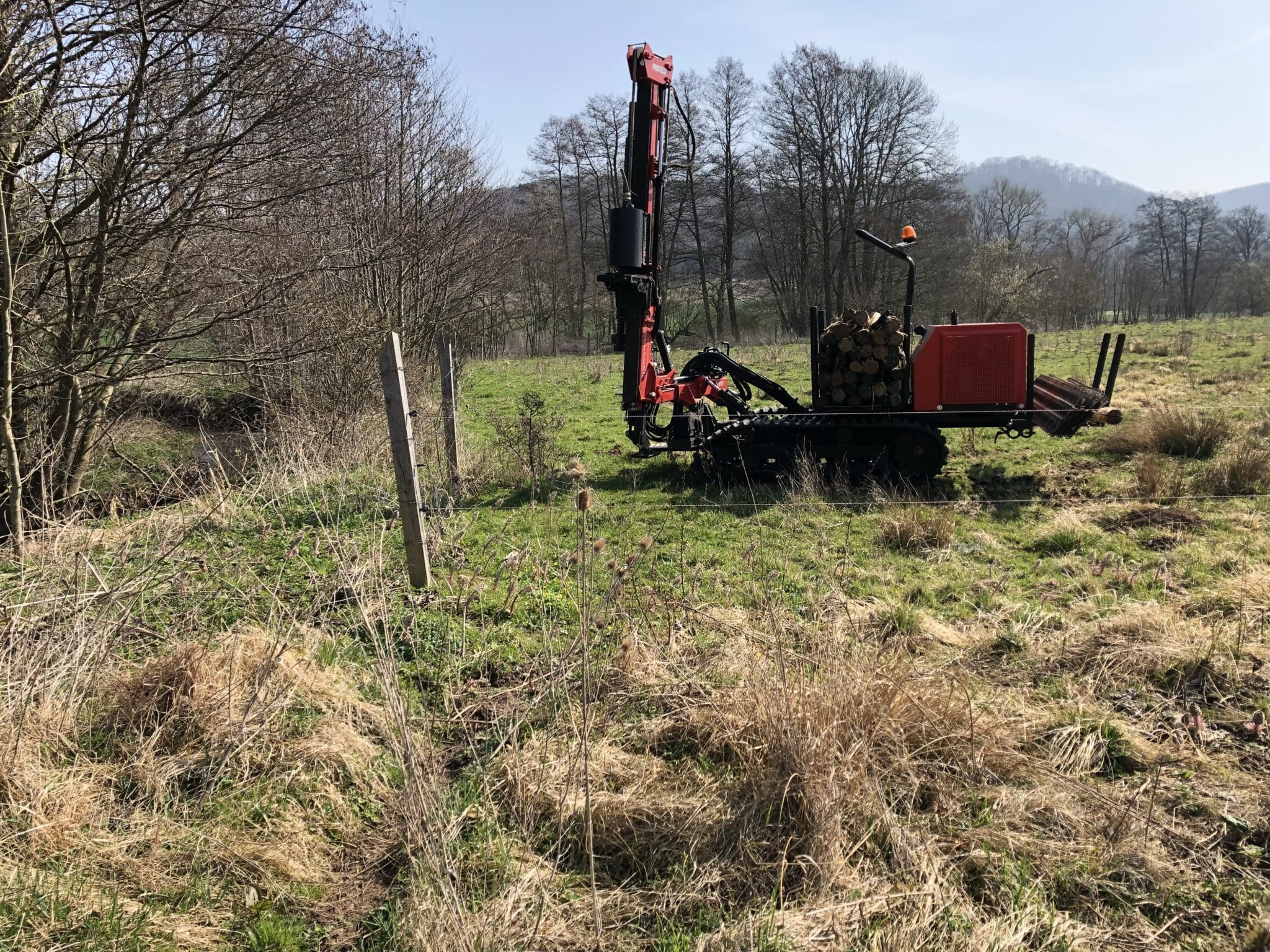 Schwierige Verhältnisse beim Zaunbau im Naturschutzgebiet